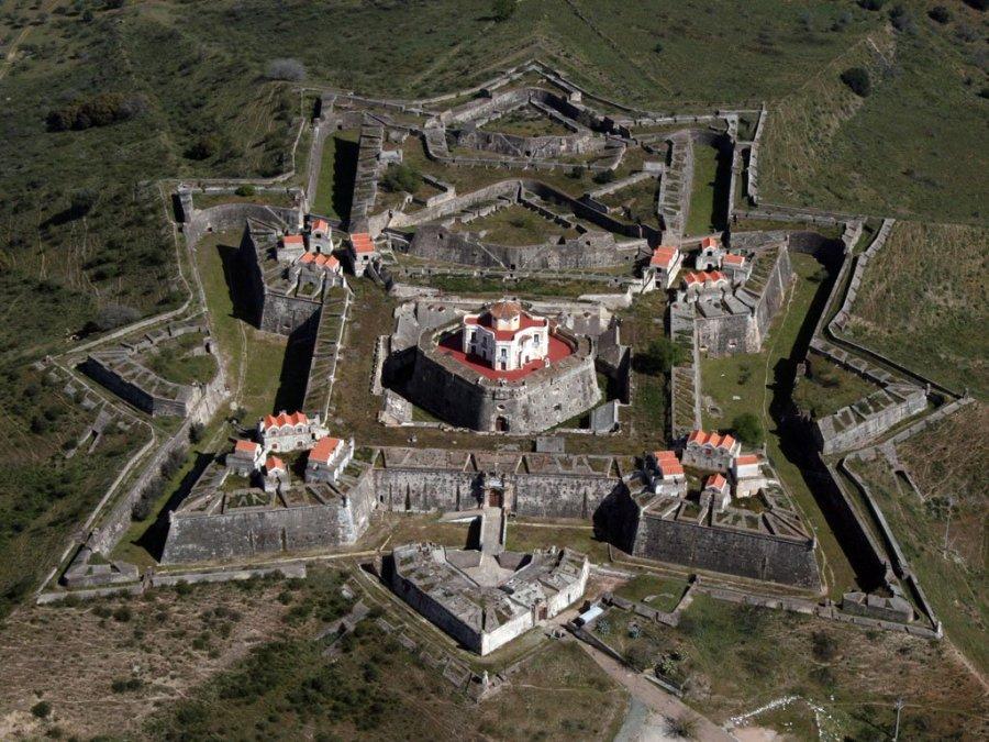 上图:一个葡萄牙的星形要塞。