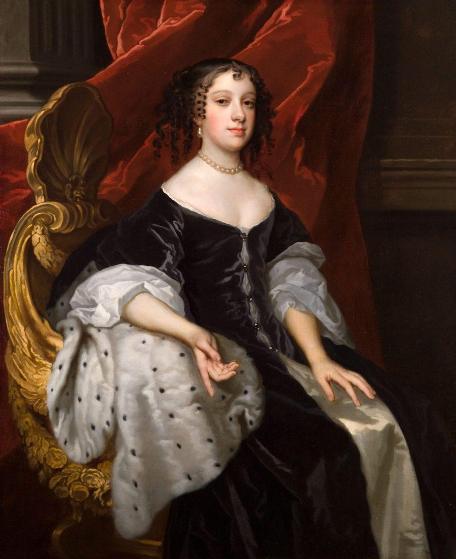 上图:布拉干萨的凯瑟琳(Catherine of Braganza,1638-1705年),葡萄牙公主。1662年至1685年作为英国王后,丈夫是查理二世。查理二世国王是好人、好国王兼风流浪子,凯瑟琳是虔诚、圣洁的天主教徒兼隐修士,最后赢回丈夫,与情敌化敌为友。凯瑟琳爱喝红茶,带动了整个英国宫廷乃至全国的喝茶习惯。当时葡萄牙通过澳门与中国有直接贸易往来,葡萄牙与英国联姻,也使英国进口茶叶的成本大大降低。 查理二世迎娶凯瑟琳公主后两年,东印度公司开始从东方购买茶叶,第一笔订单是100磅,之后的十几年里一直是这个水平,但已经足以满足英国的茶叶市场了。 1690年,英国进口茶叶的数量已经接近4万磅。 1721年,进口12.4万磅。 1750年,进口47万磅。 1770年代,每年进口茶叶400多万磅,而走私茶叶的数量甚至比这个还多。茶叶的利润太高,所以当时的走私者甚至使用武装船只,有的船上甚至配有24门大炮。 1833年,进口1600万磅。