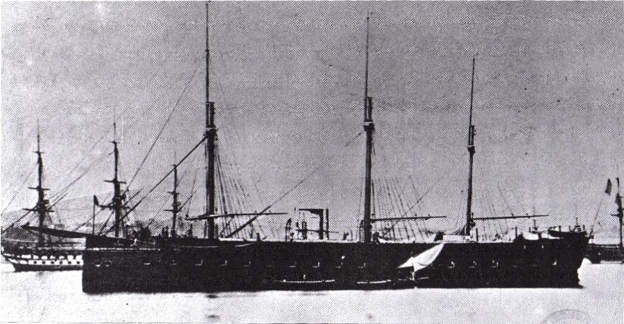 上图:1860年下水的第一艘铁甲舰,法国光荣号(Gloire anchored)。