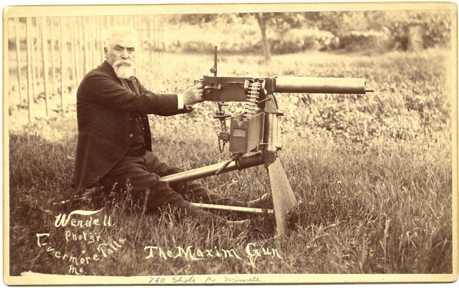 上图:马克沁发明了第一支利用后坐力让子弹自动上膛的自动机枪,后来成为一战战场上的人肉收割机。