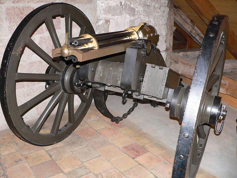 上图:1865年的加特林机枪。